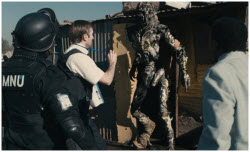 Sharlto Copley with 'prawn' in District 9