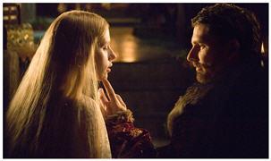 A short time of love and happyness for Mary Boleyn (Scarlett Johansson) and King Henry (Eric Bana)