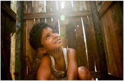 The young Jamal Malik is played by Ayush Mahesh Khedekar